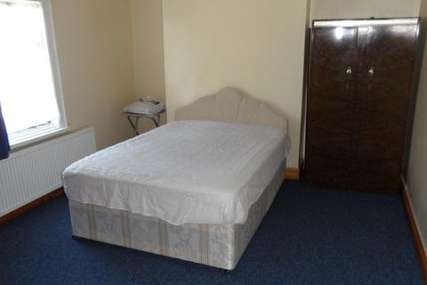 3 bedroom apartment to rent - Edgell Road, Staines Upon Thames
