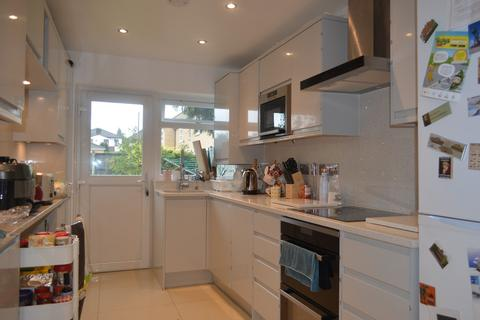 3 bedroom terraced house to rent - Shakespeare Road, Romford