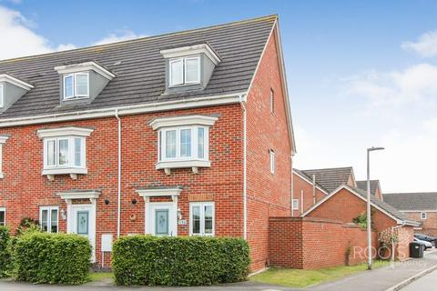 3 bedroom end of terrace house for sale - Urquhart Road, Thatcham