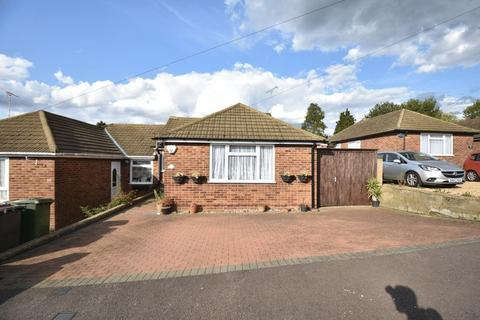 3 bedroom bungalow for sale - Hillary Crescent, Luton