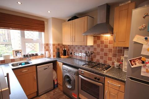 3 bedroom terraced house to rent - Garland Close, Hemel Hempstead, Hemel Hempstead, HP2