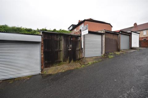 Garage for sale - Back Kells Lane