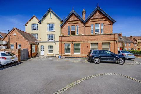 2 bedroom duplex - Pennington House, 35 High Street, Kenilworth