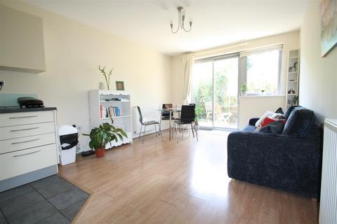 2 bedroom flat to rent - The Cubix Apartments, Violet Road, Bow