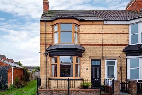 3 bedroom end of terrace house for sale - Carrington Avenue, Hornsea