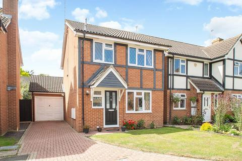 3 bedroom detached house for sale - Turners Close, Staines-Upon-Thames, TW18