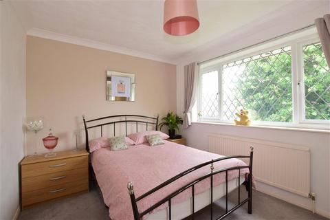 3 bedroom detached house for sale - Mitchem Close, West Kingsdown, Sevenoaks, Kent