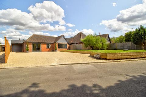 4 bedroom bungalow for sale - Cherie, Cherry Garden Lane, Maidenhead