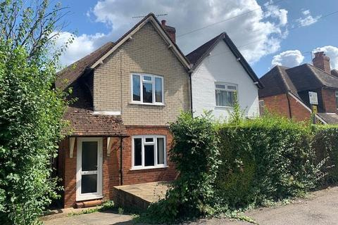 4 bedroom semi-detached house to rent - Raymond Crescent, Guildford, Surrey, GU2
