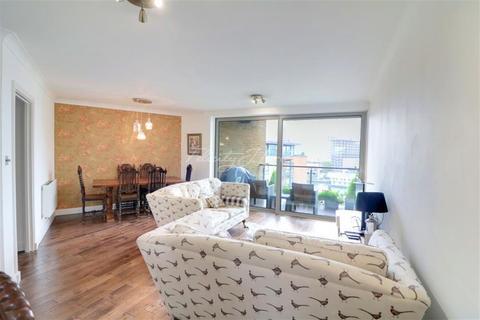 2 bedroom flat to rent - Boardwalk, E14