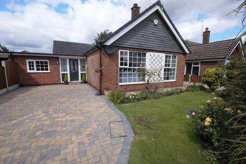 2 bedroom bungalow for sale - Elmsleigh Road, Heald Green, Cheadle, Cheshire SK8