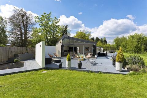 3 bedroom detached bungalow for sale - Murray Road, Ottershaw, Chertsey, Surrey, KT16