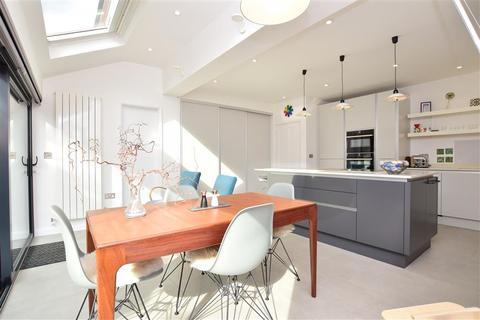 3 bedroom semi-detached house for sale - Meadow Road, Tonbridge, Kent