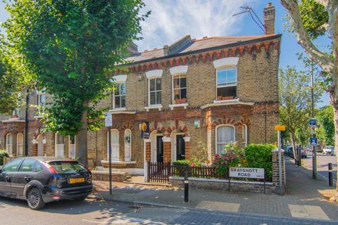 2 bedroom flat for sale - Grayshott Road, London, SW11