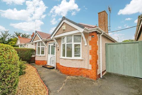 2 bedroom detached bungalow for sale - Bryn Avenue, Rhyl