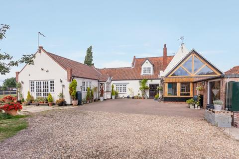 4 bedroom semi-detached house for sale - Pirnhow Street, Ditchingham
