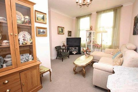 2 bedroom flat to rent - OXFORD COURT, BARK STREET, CLEETHORPES