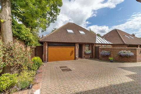 3 bedroom detached bungalow for sale - 10 Adderstone Crescent, Jesmond, Newcastle upon Tyne