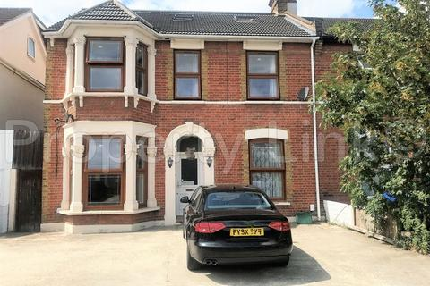 7 bedroom house share to rent - Richmond Road, Ilford