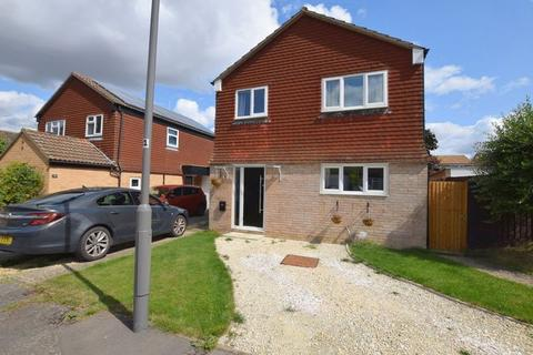 4 bedroom detached house for sale - Bronte Close, Aylesbury