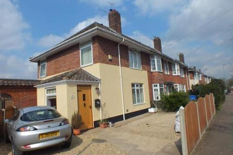 3 bedroom house - Gilbard Road, Norwich
