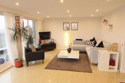 2 bedroom flat to rent - Stunning 2 Bed Penthouse @ Templeton St, G40