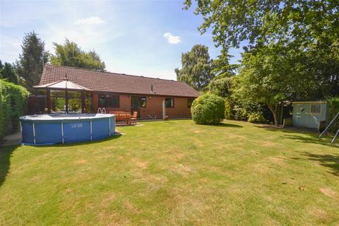 4 bedroom detached bungalow for sale - Cuttons Corner, Hemblington