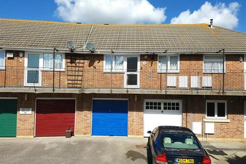 2 bedroom apartment for sale - Lynch Court, Large Garage, No Onward Chain