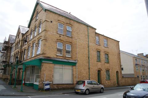 2 bedroom flat to rent - Cardiff Road, Pwllheli
