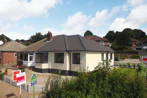 3 bedroom semi-detached bungalow for sale - Banksfield Crescent, Yeadon,