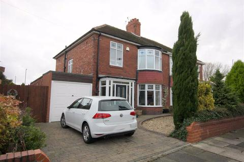 3 bedroom semi-detached house for sale - Plessey Crescent, Whitley Bay, Tyne And Wear, NE25