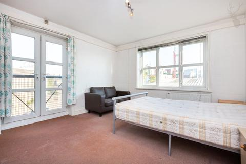 5 bedroom flat to rent - Hawgood Street, Bow, London