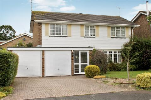 4 bedroom detached house to rent - Titchfield Close, Burgess Hill
