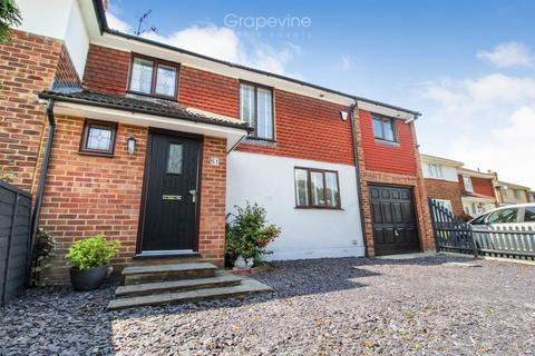 3 bedroom semi-detached house for sale - Nightingale Road, Woodley, Reading