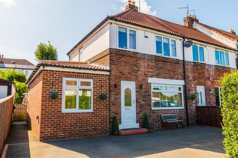 3 bedroom end of terrace house for sale - Sussex Avenue, Horsforth, LS18