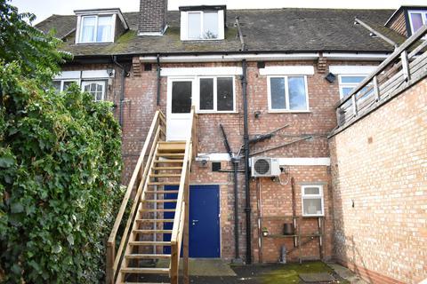 3 bedroom flat to rent - Market Parade, Hanworth, TW13