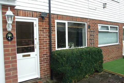 Ryarsh Lane, West Malling 2 bed end of terrace house - £300,000