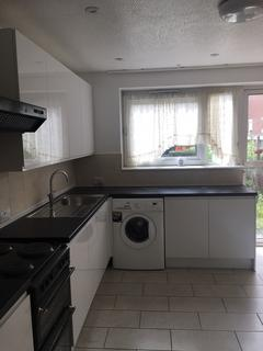 4 bedroom house to rent - Culmore Road, London SE15