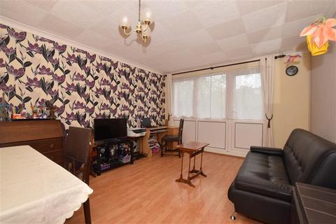 2 bedroom ground floor maisonette for sale - Eglinton Road, London