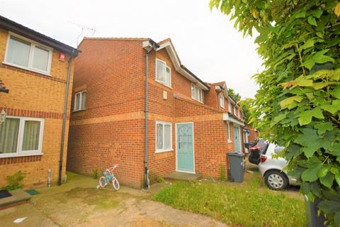 4 bedroom end of terrace house for sale - Burket Close, Southall