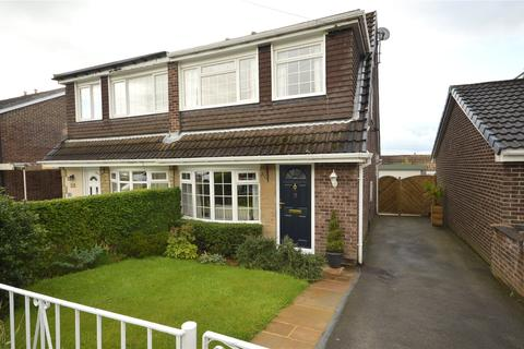 3 bedroom semi-detached house for sale - Highlea Close, Yeadon, Leeds, West Yorkshire