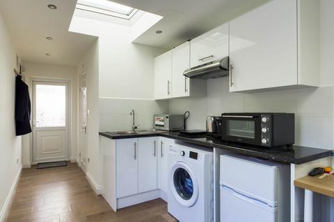 Studio to rent - Restons Crescent , Eltham, London