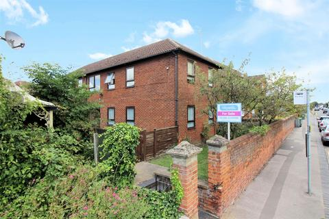2 bedroom flat for sale - Tring Road, Aylesbury
