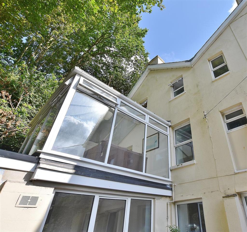 Glen Haven Apartments: Glen Court, Little Haven, Haverfordwest 2 Bed Apartment