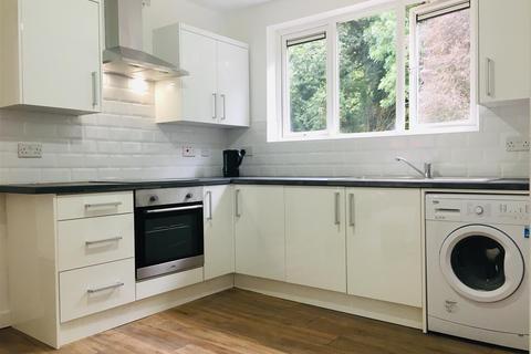 3 bedroom flat to rent - St. Michaels Court, Wolverhampton