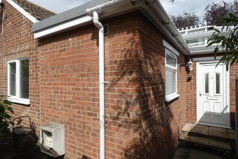 2 bedroom detached bungalow to rent - Crescent Road, Ramsgate