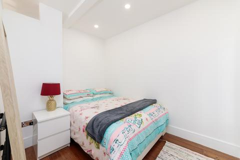 Studio to rent - Gloucester Terrace, London, W2