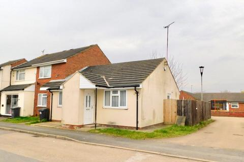 2 bedroom semi-detached bungalow to rent - Lyle Close, Leicester LE4 7SA