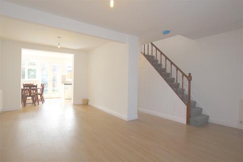 3 bedroom terraced house to rent - Pembroke Road, London N13