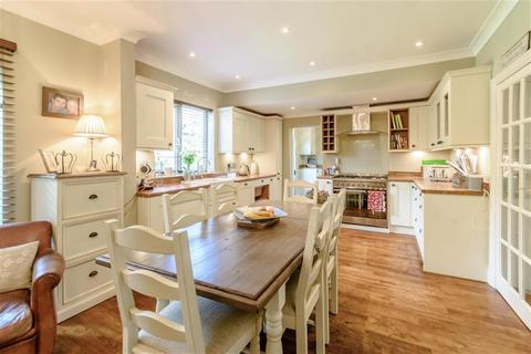 4 bedroom semi-detached house for sale - Linton Road, Collingham, Wetherby, LS22 5BS